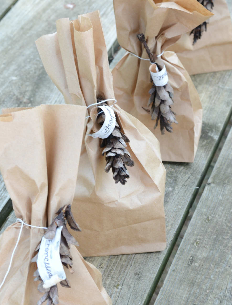 10 Formas Bonitas de Envolver Regalos de Navidad