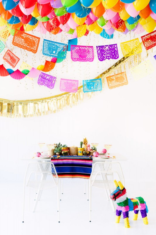 Techo de globos, fiesta divertida para niños con piñata