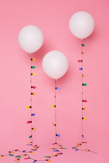 guirnalda de luces de colores con globos resultados