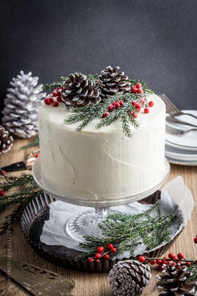 ideas-para-decorar-las-tartas-en-invierno-piñas-secas