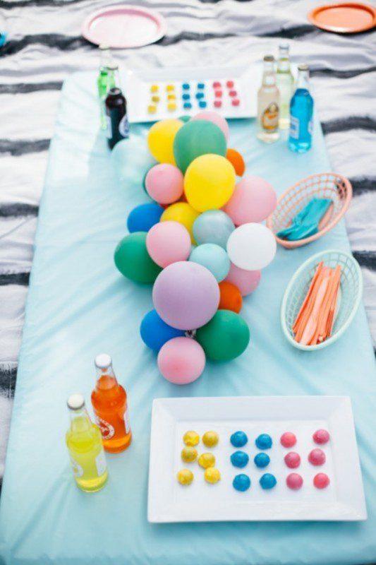 Centro-de-mesa-hecho-con-globos-533x800