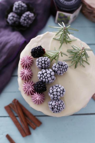 Preciosa tarta invernal de frutos del bosque