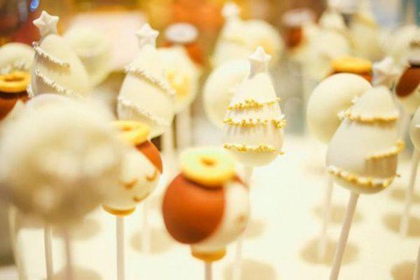 fiesta-temática-del-cascanueces-cumpleaños-de-invierno-cake-pops-500x334