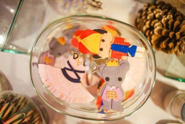 fiesta-temática-del-cascanueces-cumpleaños-de-invierno-galletas-con-los-personajes-500x334