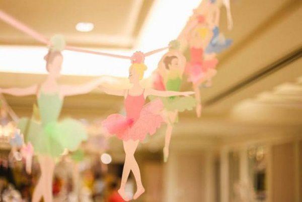 fiesta-temática-del-cascanueces-cumpleaños-de-invierno-guirnalda-de-bailarinas-500x334