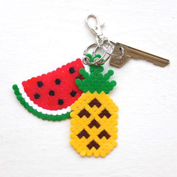 llaveros-de-frutas-hechos-a-mano-con-hama-beads