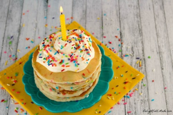 pancakes-de-confetti-deliciosos-500x334