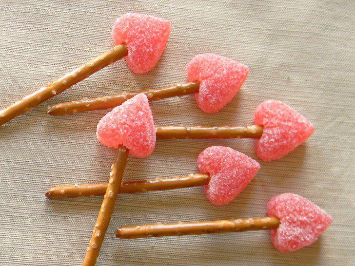 como hacer flechas de cupido para san valentin
