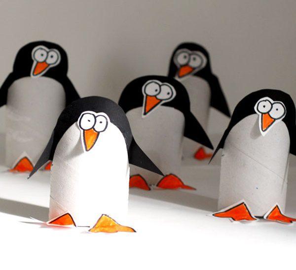 pinguinos-con-un-tubo-de-papel-higienico