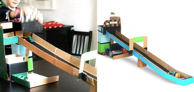 5 juguetes con cajas de cartón