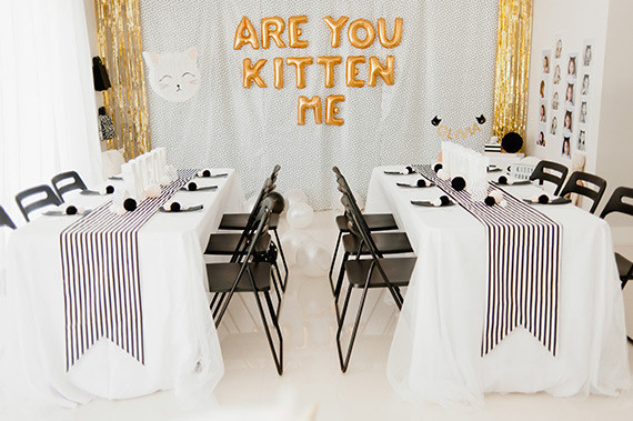 fiesta de cumpleaños infantil de gatitos mesa decorada para niños