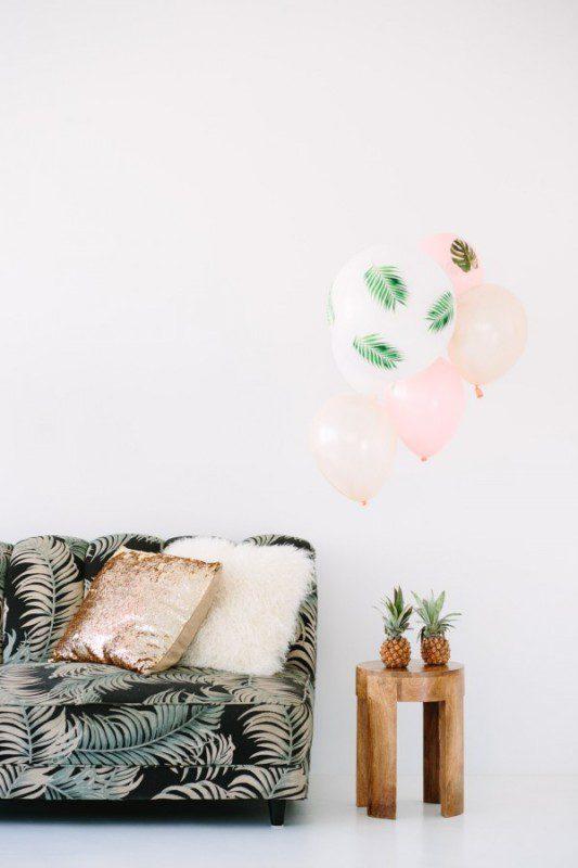 fiesta tropical con globos grandes