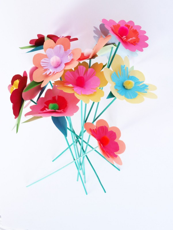 Flores de colores hechas a mano