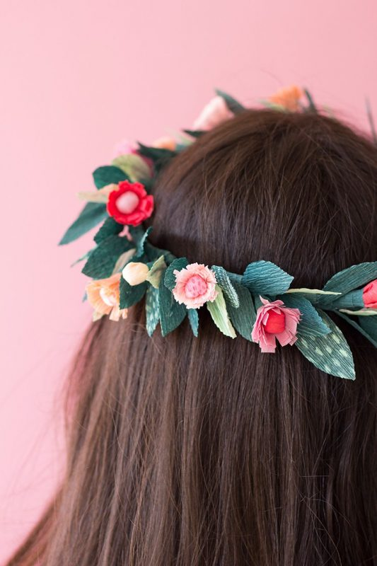 corona de flores para decorar el cabello
