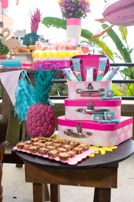 fiesta temática de flamencos golosinas en mesa dulce