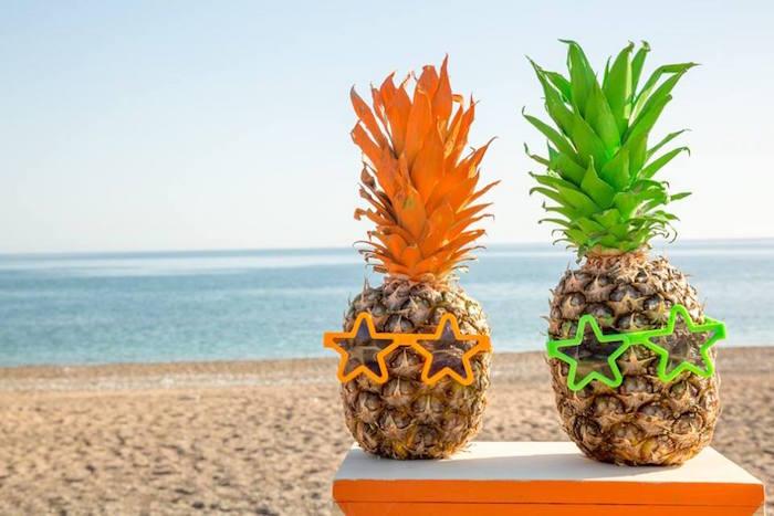 fiesta tropical en la playa piñas
