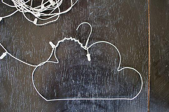 lamparita con forma de nube percha