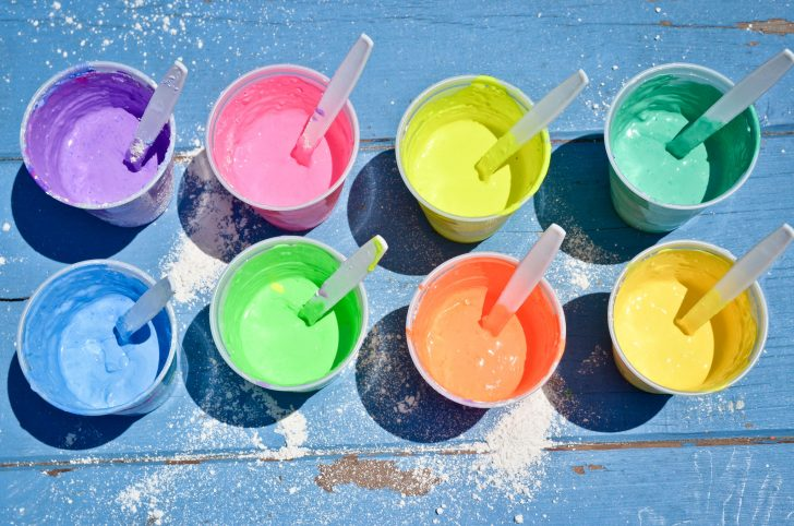 como hacer tizas de colores para jugar en la calle