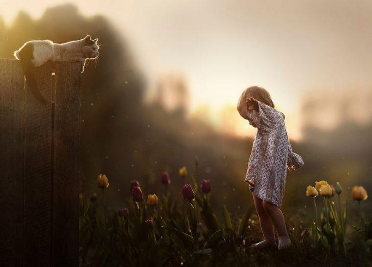 foto de niño con animales domesticos