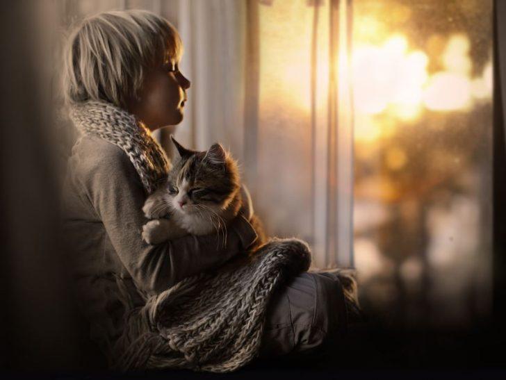 fotos de niñas con gatos