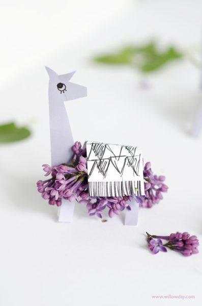 Descargable de Animales: Llama con Flores