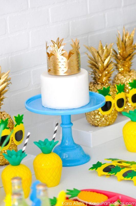 tarta de piña y piñas de oro