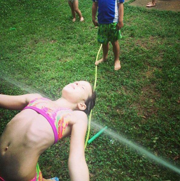 5 Juegos De Agua Divertidos Para El Verano Fiestas Y Cumples