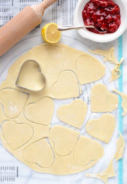 Preparación Empanadillas de Corazón de Fresa
