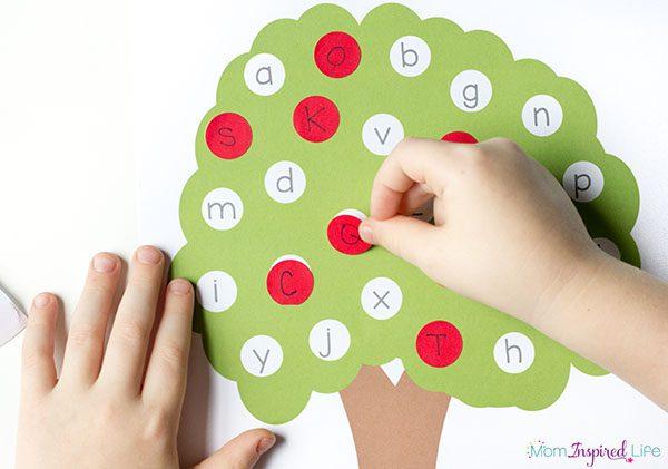 ideas-para-que-los-peques-aprendan-el-abecedario-arbol-de-las-letras