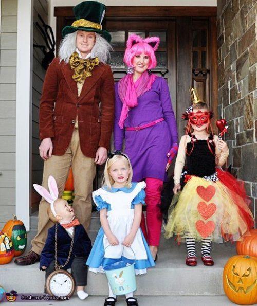 disfraces-de-alicia-en-el-pais-de-las-maravillas-para-familias-halloween
