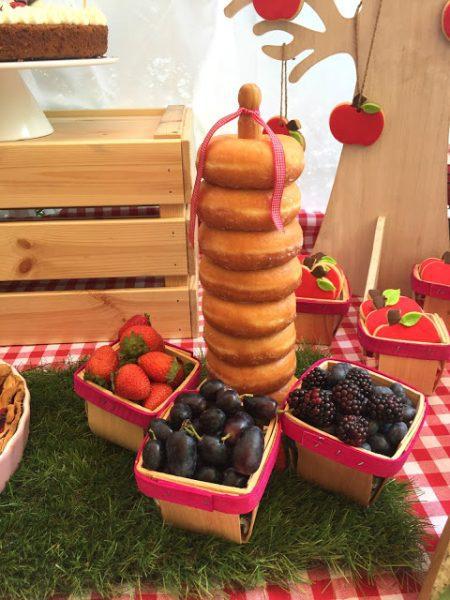ideas-para-presentar-comida-en-una-mesa-dulce