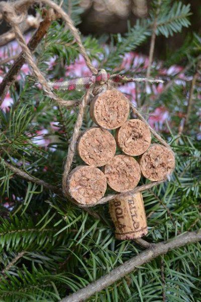 manualidades-recicladas-adornos-de-navidad-tapones-de-corcho