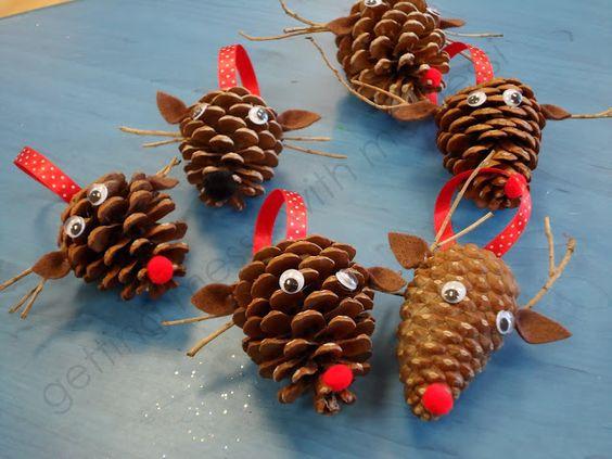 manualidades-reciclaje-navidad-renos-con-pinas