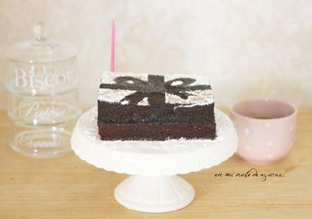 tarta-de-cumpleanos-muy-simpatica-para-mesa-dulce