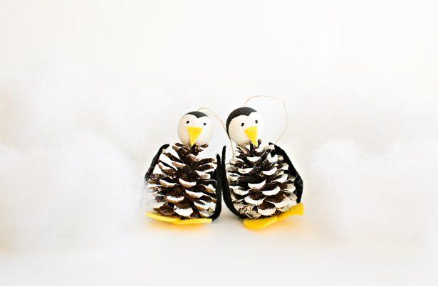 pinguinos-manualidades-con-pinas-navidad