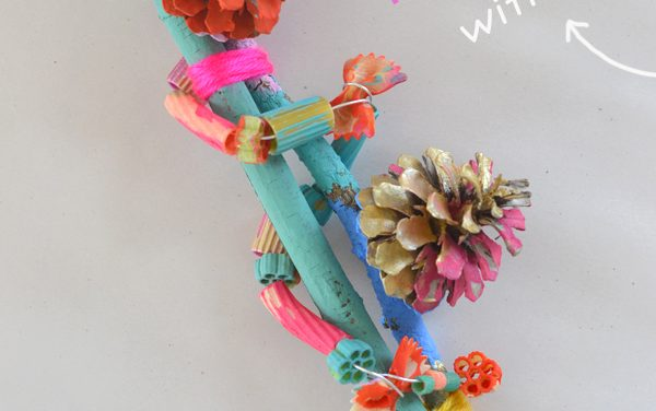 Manualidades Infantiles: Arte con Ramas y Pasta