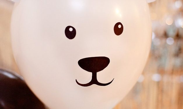 Decorar globos con animales: oso y pingüino