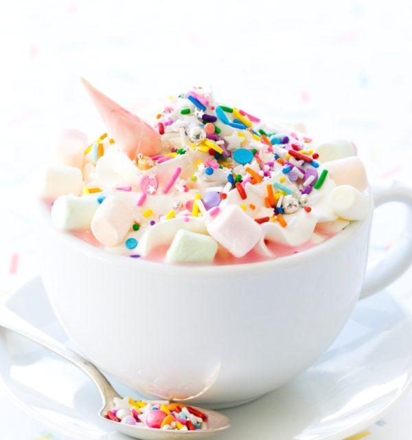 Unicornio de chocolate: idea original para decorar una taza