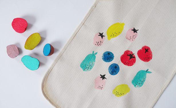 DIY: decorando el delantal con pintura (¡y sellos!)