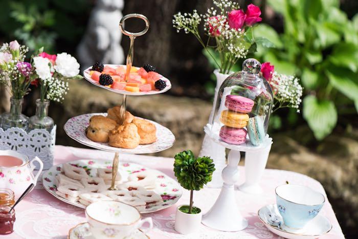Fiesta infantil del té al aire libre