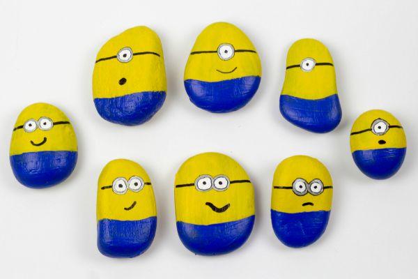 Minion con piedras para niños: ¡manualidades con pinturas!