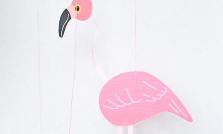 Marioneta de flamenco para niños: manualidades con papel