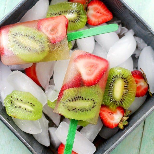 Polos de fresa y kiwi para fiestas infantiles este verano