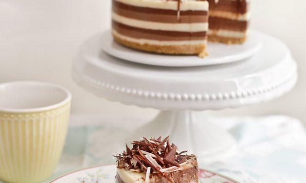 Receta de tarta de tres chocolates sin horno