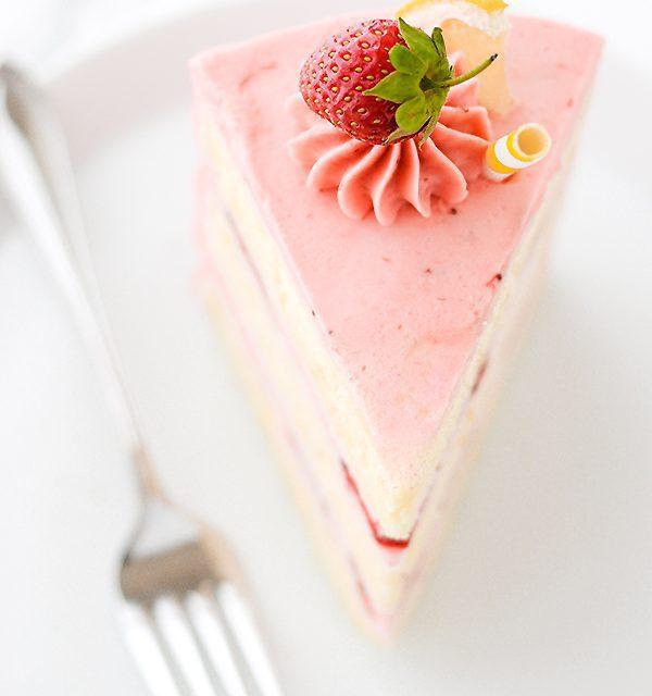 Tarta de fresa y limón muy bonita para celebraciones y cumpleaños infantiles