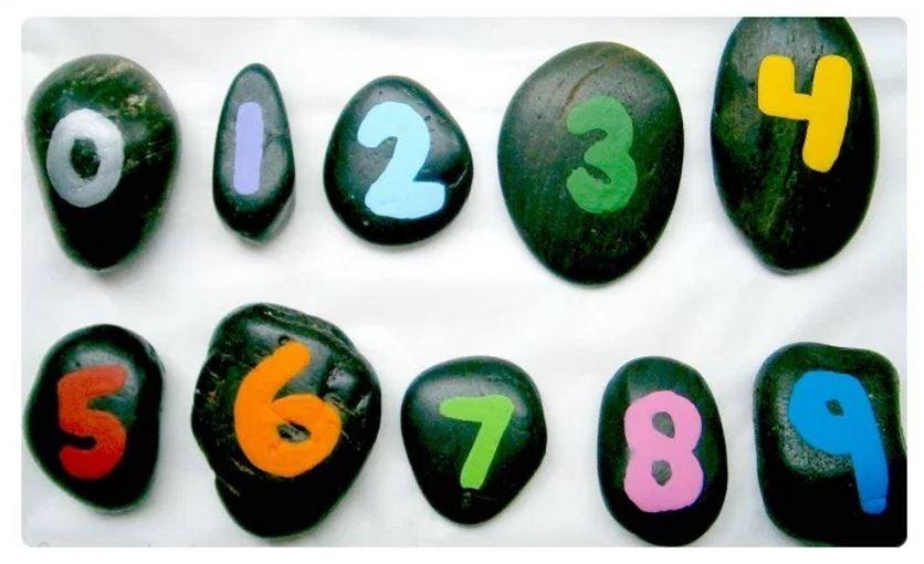 Matemáticas fáciles para niños con piedras pintadas